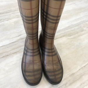 Authentic Burberry Used Rainboots